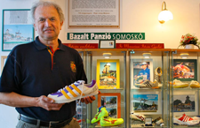 ANGYAL JÁNOS, a Salgótarjáni Ugrógála versenyigazgatója