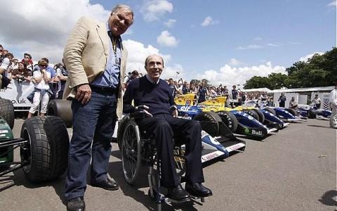 Frank Williams és Patrick Head a csapat versenyautói előtt