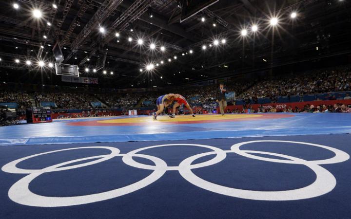 Flashmobbal hívták fel a NOB figyelmét a sportág olimpián tartására a magyar birkózók