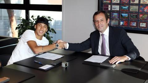Neymar alaírja a szerződését a Barcelonába