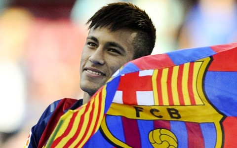 Neymar Barcelona zászlóval
