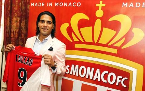 Radamel Falcao a Monaco mezével