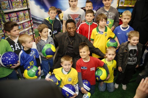 Pelé kisgyerekekkel