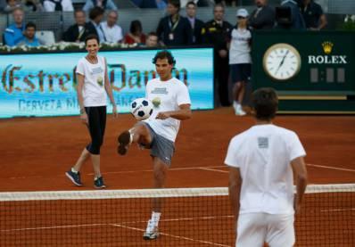 Rafael Nadal lábteniszezik