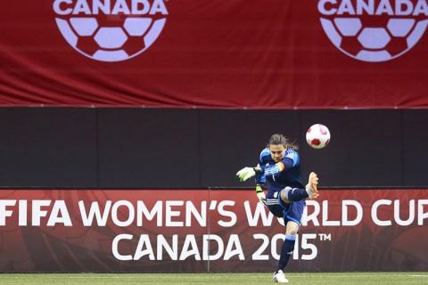 Női labdarúgó világbajnokság műfüves pályákon