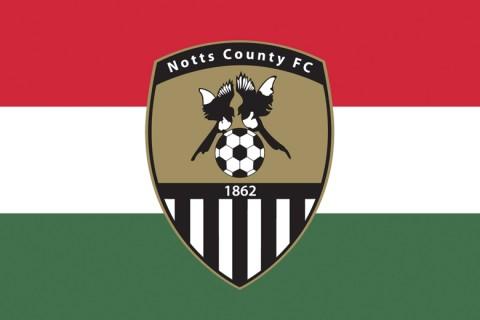 Notts County címer magyar zászlóval