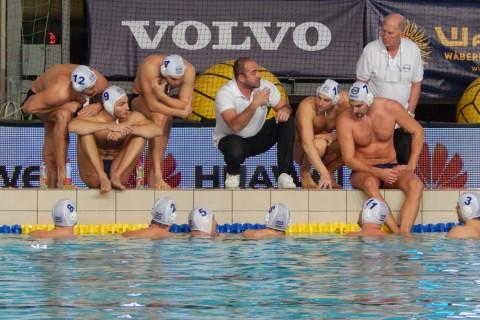 Benedek Tibor tart eligazítást a válogatottnak