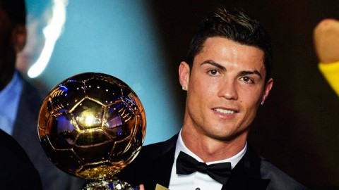 Cristiano Ronaldo dedicates Ballon d'Or win to late Eusébio - video