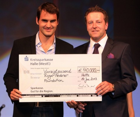 Fashion-Night-Scheck_Vierzigtausend-Roger-Federer-Foundation