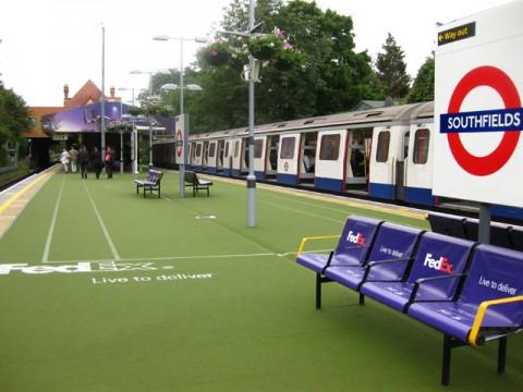 2013-ban a Fedex támogatásában az átalakított metró megálló