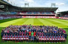 268 szereplő tolong a West Ham csapatfotóján