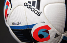 Ezzel a labdával játszik majd a magyar válogatott, ha kijut a 2016-os labdarúgó-EB-re