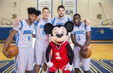 Miki egér az Orlando Magic játékosaival kosarazott