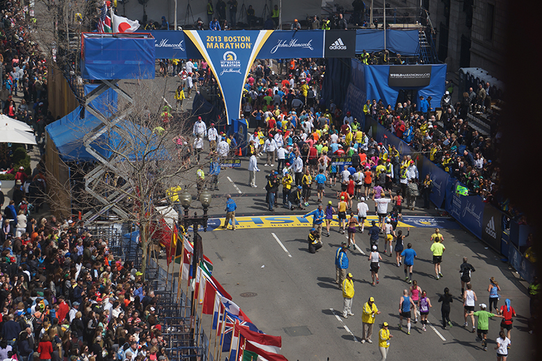 Boston_Marathon_bombing_first_bomb_site_54_minute_before_explosion