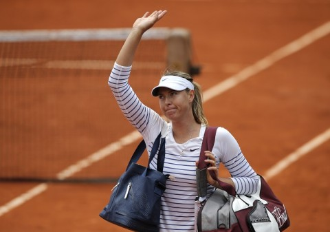 Russia's Maria Sharapova leaves the court after losing to Lucie Safarova of the Czech Republic during their fourth round match of the French Open tennis tournament at the Roland Garros stadium, Monday, June 1, 2015 in Paris. Safarova won 7-6, 6-4. (AP Photo/Christophe Ena)