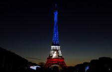 A szurkolók dönthetik el melyik nemzet színeiben tündököljön az Eiffel-torony