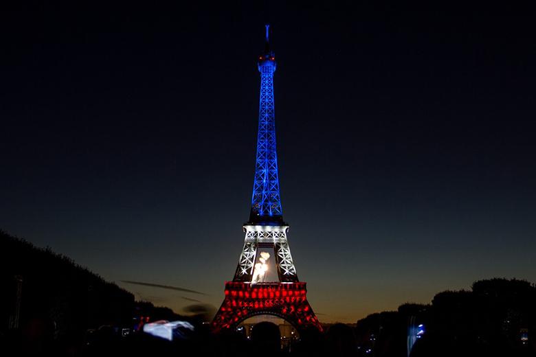 az-eiffel-torony-francia-szinekben