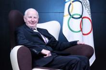 Patrick Hickey az Európai Olimpiai Bizottság elnöki székében.