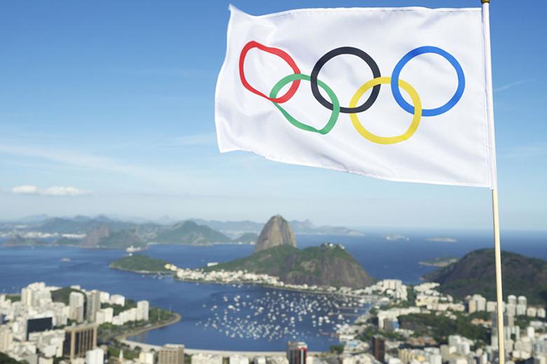 olimpiai-zaszlo-rio-felett