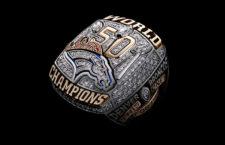 A Denver Broncos bajnoki gyűrűje a Super Bowl 50 megnyerése után.