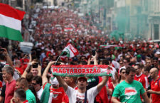 Nagyot alkottak a magyar szurkolók Marseille-ben – a tömegbázis adott, az NB I-es csapatok lelátóira azonban mégsem özönlik a tömeg (Fotó: AFP)
