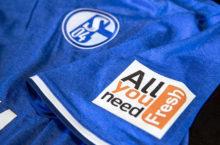 Innovatív mezszponzort igazolt a Schalke