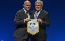 Gianni Infantino a Nemzetközi Labdarúgó Szövetség [FIFA] elnöke és Csányi Sándor a Magyar Labdarúgó Szövetség elnöke az UEFA végrehajtó bizottságának tagja az Európai Labdarúgó Szövetség [UEFA] 40. kongresszusán a budapesti Hungexpón 2016. május 2-án.