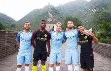A Manchester City játékosai a kínai nagy falon